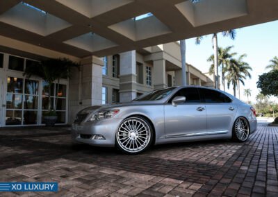 LexusLS450Grey2011_22inchXOLuxuryNewYork_BrushedSilverSSLip-4